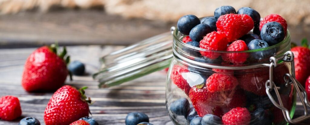 healthy diets for 50 year olds include plenty of berries
